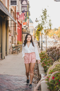 Urban downtown senior session. Taken by Composed and Exposed Photography #St.CharlesPhotgographer #SouthElginPhotographer #Downtown