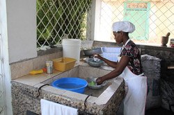 Kitchen sink without running water