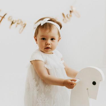 Roczek Julii na rodzinnej sesji WHITE