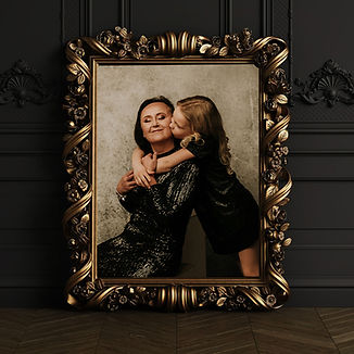 classic-carved-gilded-mirror-frame-mocku