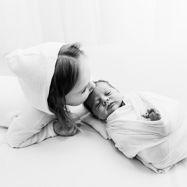 Sesja noworodkowa White & Stylizowana - Amanda 13 dni