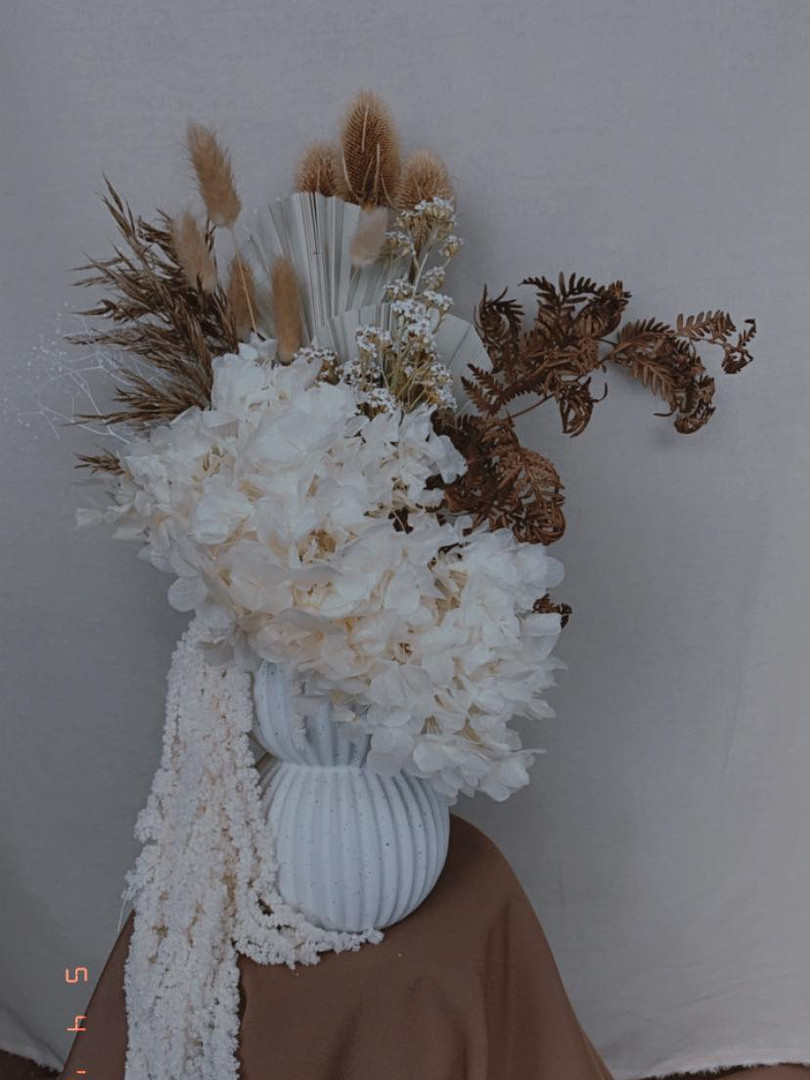 Dried vase arrangement