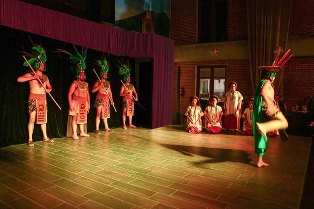 scenario danza maya.jpg