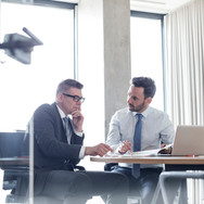 2 men in a business meeting