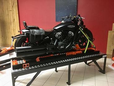 La moto est en place.jpg