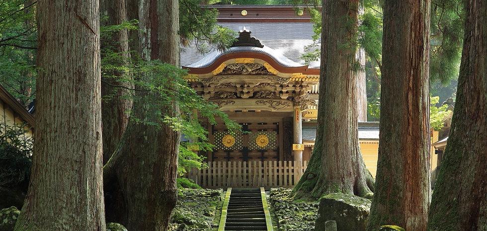 Eihei-ji_Temple_Chokushimon2C_Eiheiji-ch