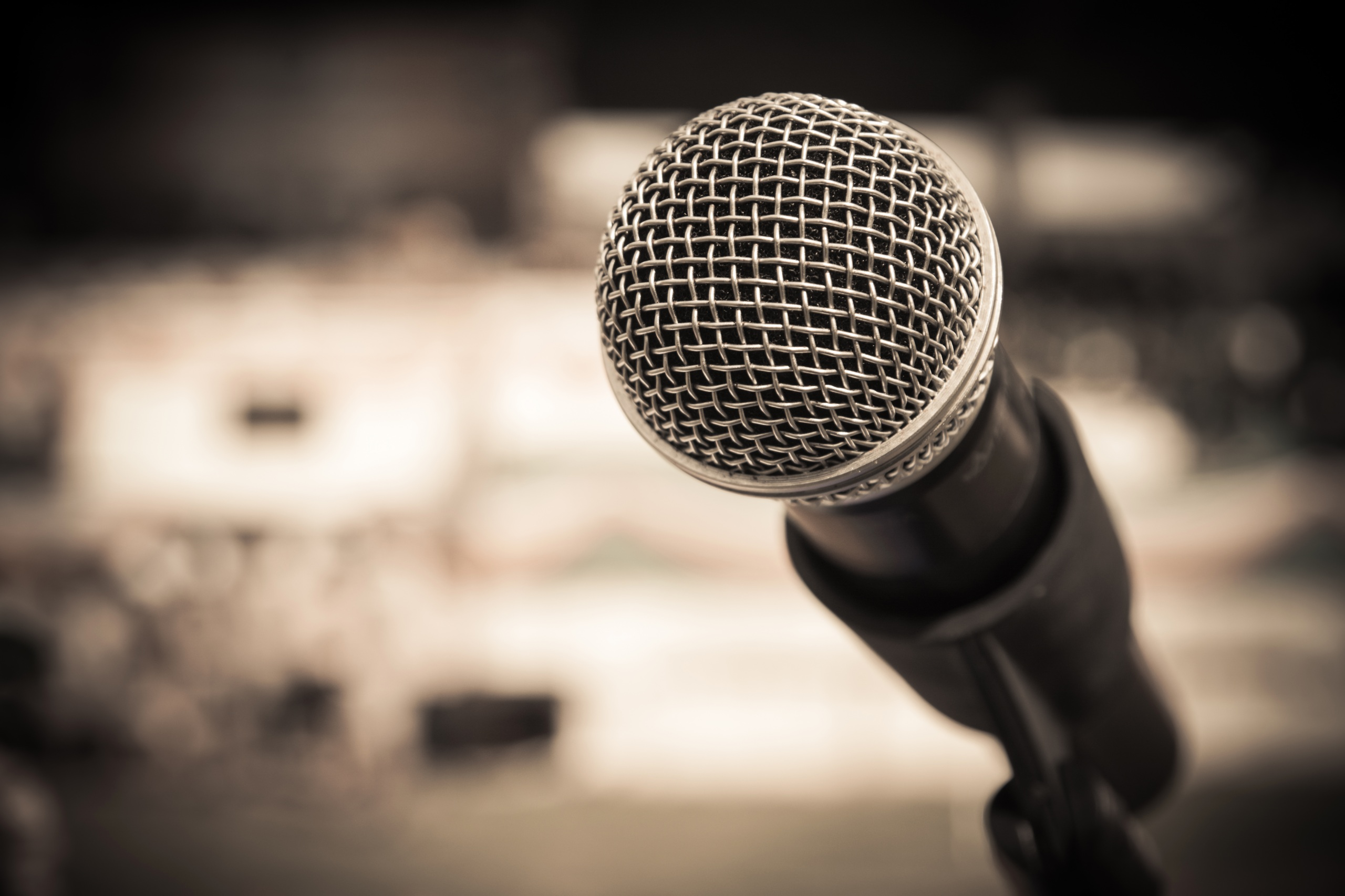 Closeup_Microphone_457384