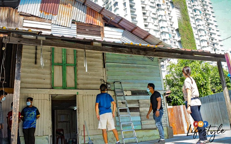 kampung house leaning centre
