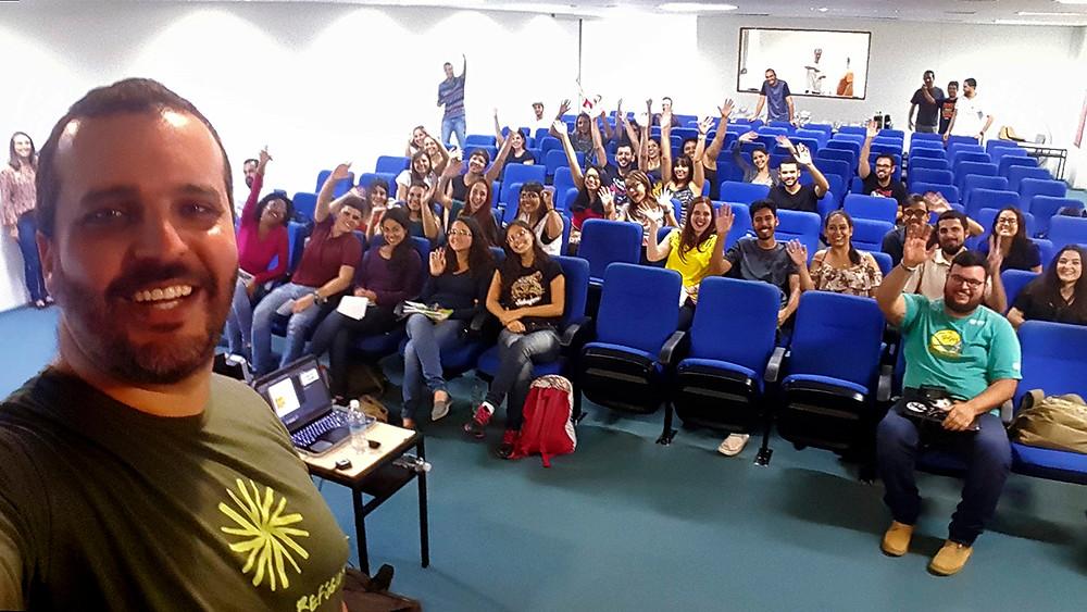 Momento da selfie de Léo e os participante do Sinepas