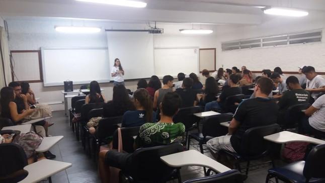 Projeto Marsupiais realiza palestra em encontro do GEAS-UVV, em Vila Velha, ES.