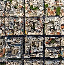 שכונות באתונה - אתונה היא עיר גדולה המונה כ-700,000 תושבים. אתונה היא חלק ממטרופולין גדול הנקרא 'אטיקה'. העיר אתונה מחולקת לשכונות רבות ומגוונות.