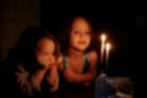 Enfants, regarder, bougies, lueur