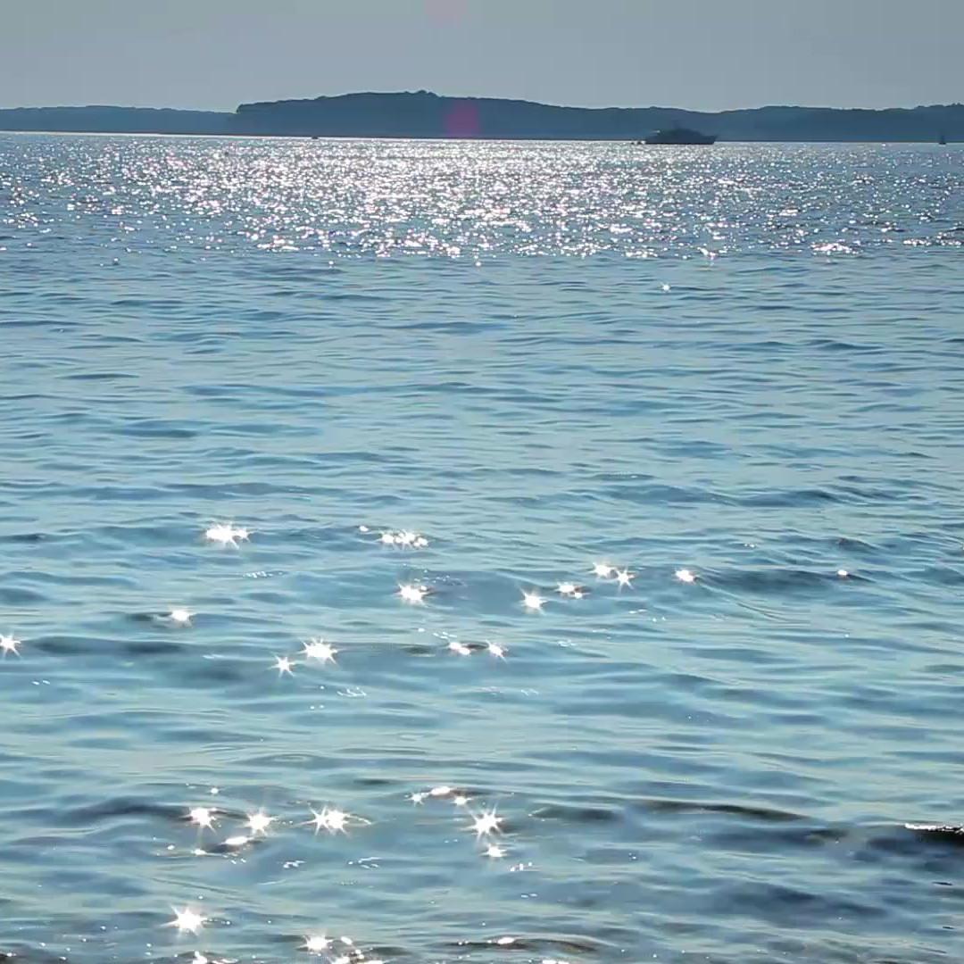 Griekse zee bij de Peleponessos waar Olimato Griekse olijfolie vandaan komt.