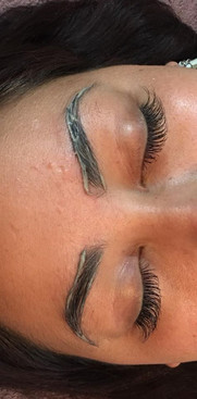 Brow Tinting & Wax with a full set of lash extensions