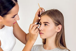 Professional makeup artist to do make up