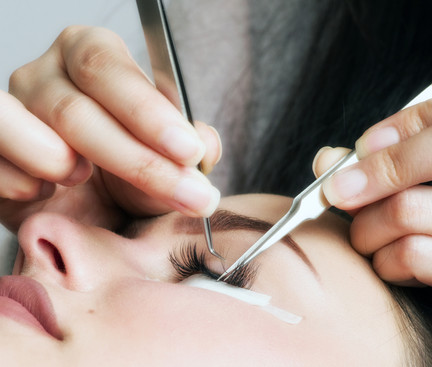 Placing Lash Extensions