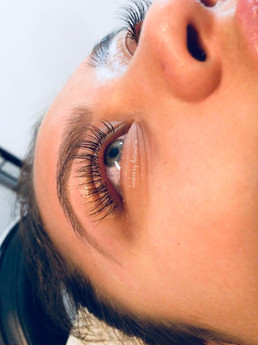 Full Set of Classic Lash Extensions & Brow Combo