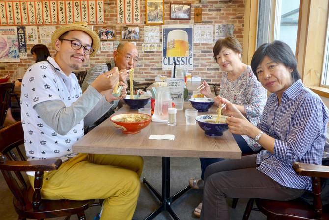 大阪の「人形劇団クラルテ」の劇団員さんがご来店!
