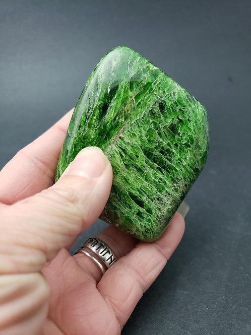 Chrome Diopside Palm Stone