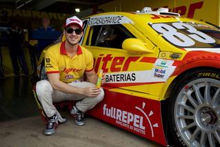 Gabriel Casagrande faz história e vence pela 1ª vez na Stock Car