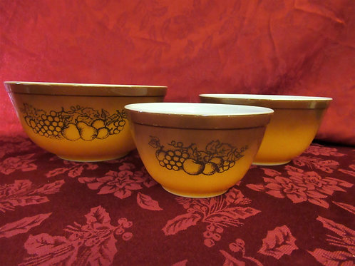 """Pyrex """"Old Orchard"""" Nesting Bowls"""