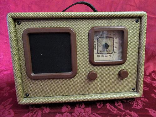 Retro Crosley Traveler Radio