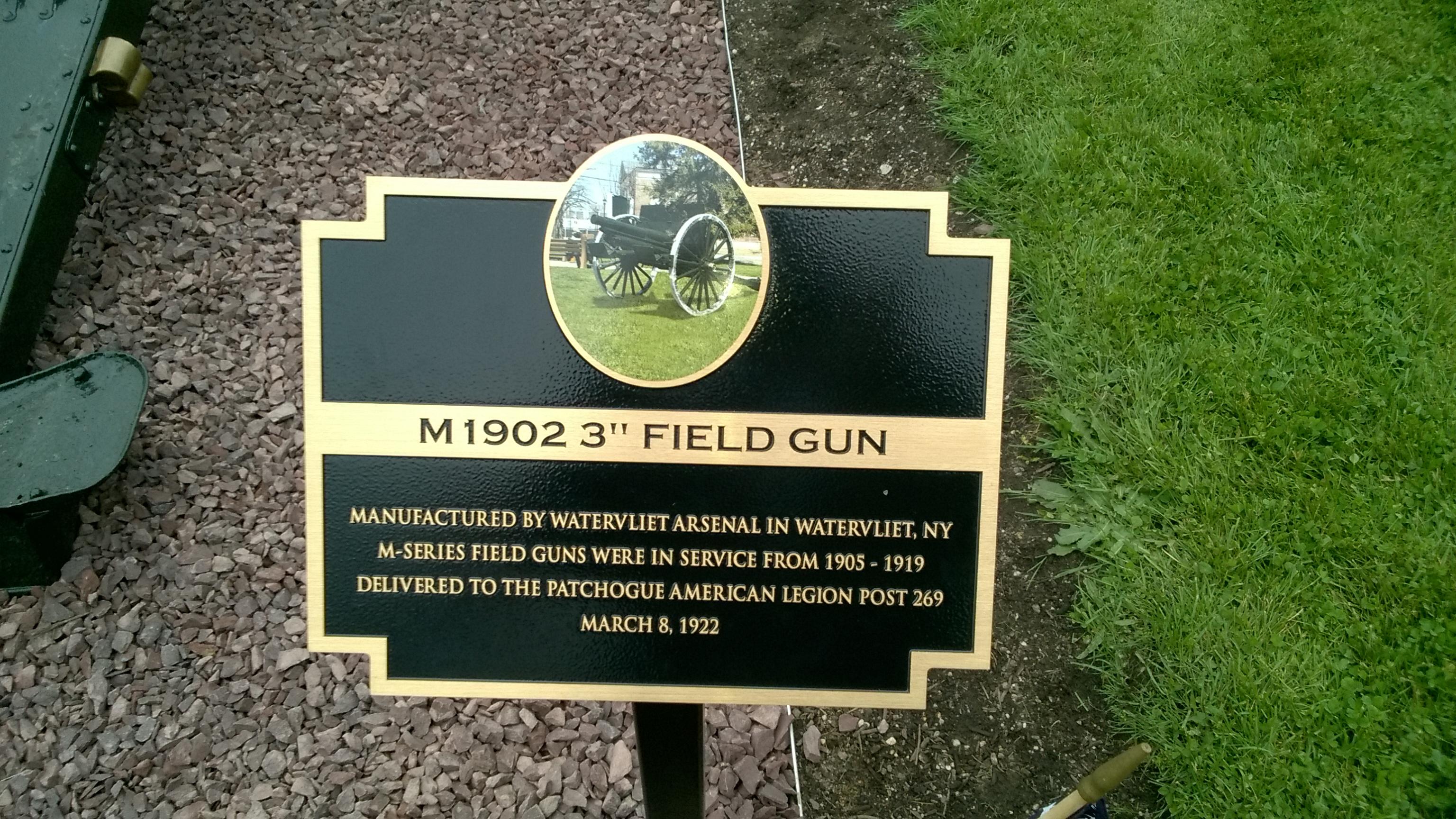 Plaque at each Gun