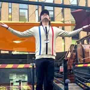 Nationalist filmmaker Megastar Aazaad recited Hanuman Chalisa at the Oxford Street of London