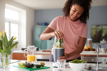 Woman-Making-Healthy-Juice-Protein-Smooties