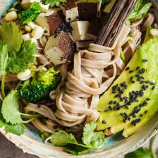 Buckwheat-noodles---soba-with-tofu,-broc