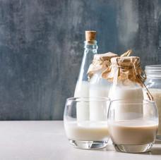 variety-of-non-dairy-milk-KPDYGUL.JPG