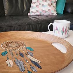 Illustration sur plateau en bois