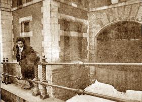 "Houdini Escapes the ""Boston Tombs"""