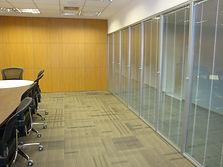 divisória vidro duplo com persiana