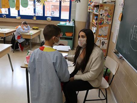 L'Ajuntament de Gavà proporciona mascaretes transparents al professorat dels centres educatius