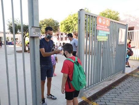 Tornada a l'escola a Viladecans. Després de mig any els centres educatius reobren les portes