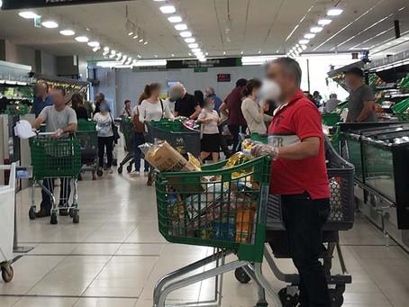 Aglomeraciones en supermercados el primer día de la desescalada