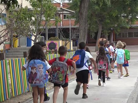 Més de 10.000 alumnes tornen a les aules de Viladecans i es fixen nous projectes de millora