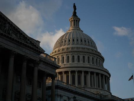Los manifestantes pro Trump asaltan el Capitolio creando el caos en medio de la sesión del Congreso