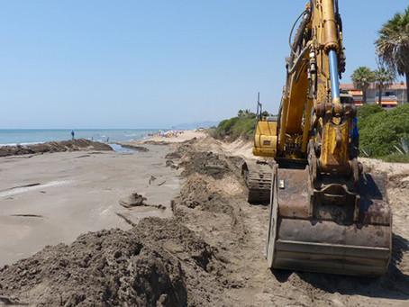 Nova aportació de sorra a la platja de Gavà per pal·liar la regressió