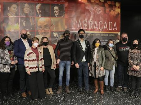 L'Abraçada (El abrazo) emociona a los asistentes de la presentación en los cines Filmax Gran Vía