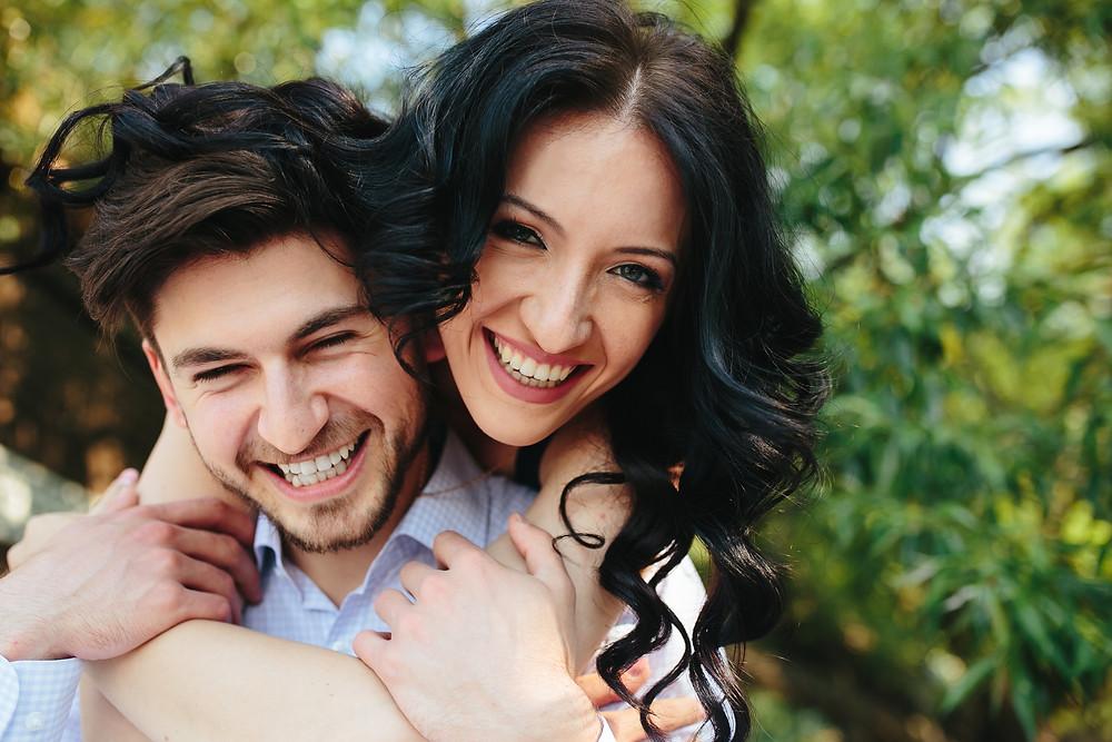 pareja feliz, pareja sonriendo