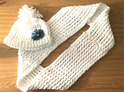 Loom Knitted White Loop Scarf & Hat #1