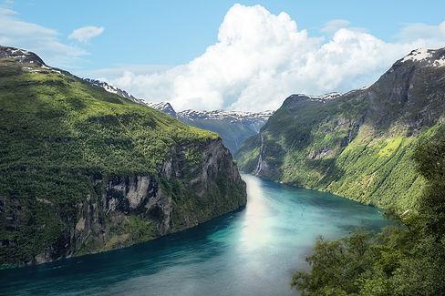 fjord-3811244_1920.jpg
