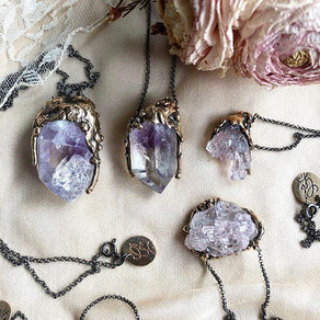 HOW AND WHERE TO WEAR CRYSTAL JEWELRY