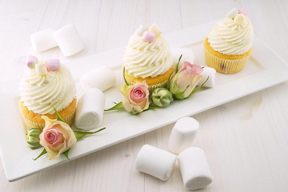 food-plate-flowers-table-134575.jpg