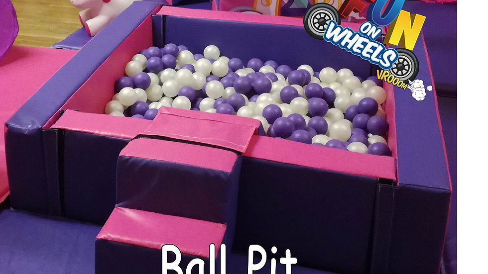 Plain ball pit with balls (red/blue or pink/purple)