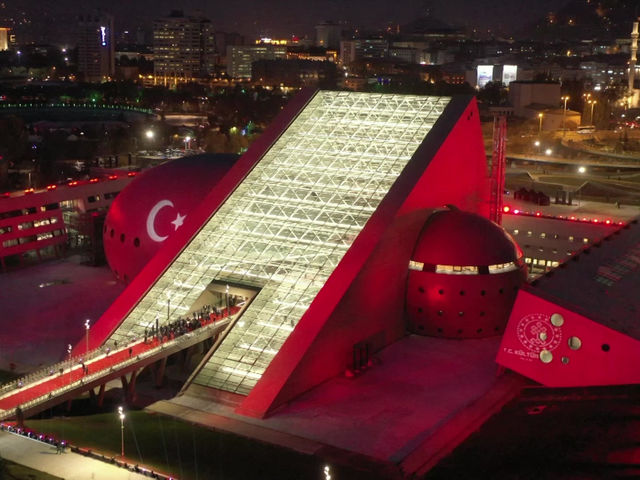 Новое здание Президентского симфонического оркестра Турции открыло свои двери.