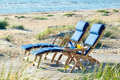inout form Deckchair i teak med blå dyna