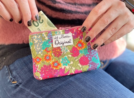 Small Valentine's Day Gifts: Zipper Change Purses